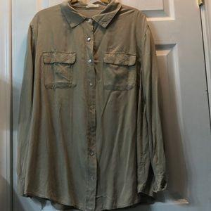 🧡NWOT 1X Beige Button down Rayon Shirt